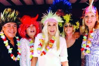 """Con """"cresta"""" y rock, Susana celebró su cumpleaños en Punta del Este"""