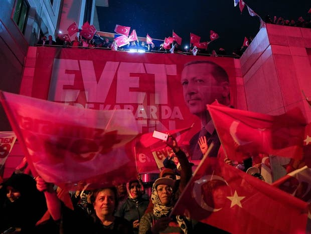 Junta rechaza pedido de anulación de referendo — Turquía