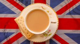 Con un poquito de leche. Así toman el té los británicos.