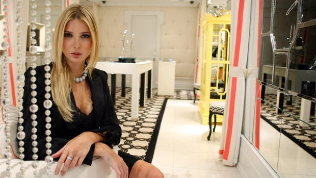 Cómo es trabajar para los talleres que hacen prendas de la marca Ivanka Trump
