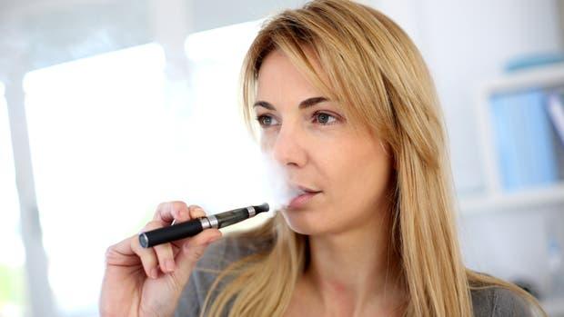 Cambiar del cigarrillo tradicional al electrónico podría evitar 6,6 millones de muertes prematuras