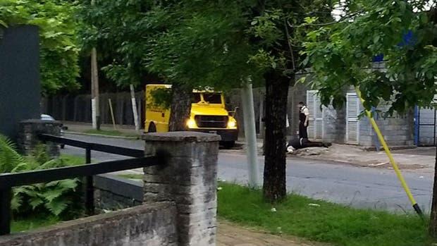 Con fusiles FAL, asesinan al custodio de un camión de caudales