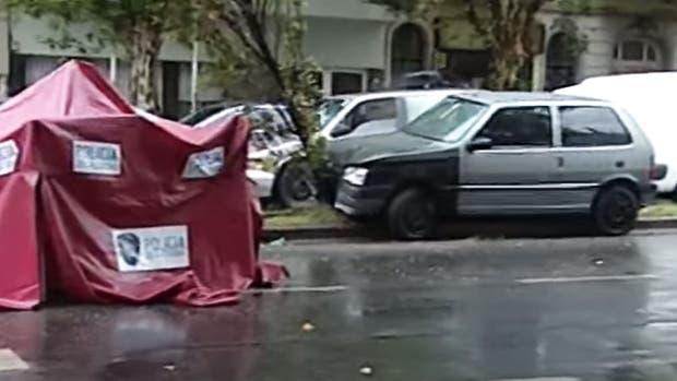 Fuerte video: una mujer murió tras ser atropellada por un auto
