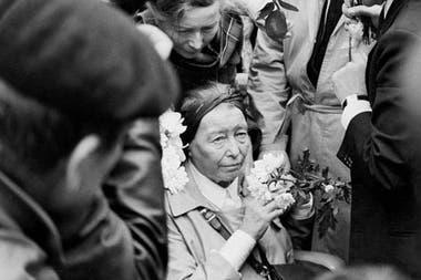 De Beauvoir se desvaneció durante el funeral del Sartre; la escritora e intelectual moriría casi exactamente 6 años después, el 14 de abril de 1986.