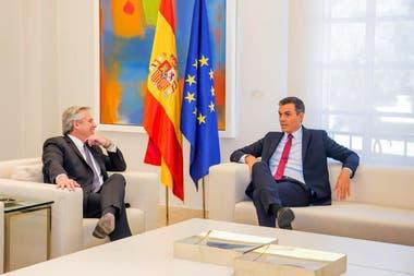 Alberto Fernández se reunió en audiencia privada con Pedro Sánchez en La Moncloa