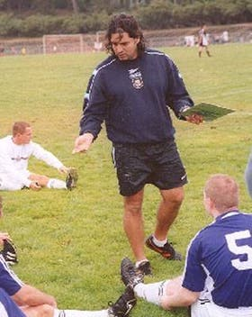 Rodolfo Zapata en un entrenamiento en los Estados Unidos: les enseña a chicos desde 1997