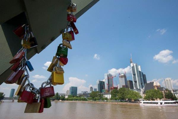 Puente de Hierro, Frankfurt, Alemania. Foto: Corbis
