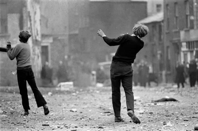 Batalla de Bogside, Derry, Irlanda del Norte, agosto de 1969, de Gilles Caron