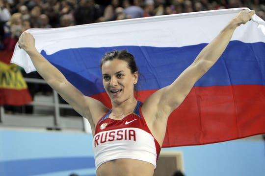 La rusa Yelena Isinbaeva, otra vez ganadora del salto con garrocha. Foto: AFP / AP, Reuters y EFE
