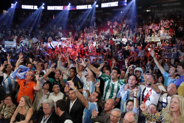 Maravilla Martínez dio una verdadera exhibición ante Julio César Chávez Jr..  Foto:AFP
