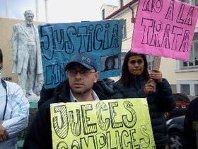 Horacio Verón, hermano de Marita, en una marcha en Río Gallegos