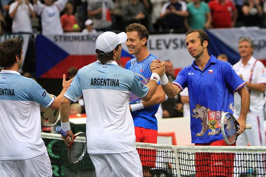 Carlos Berlocq y Horacio Zeballos poco pudieron hacer ante los checos Tomas Berdych y Radek Stepanek. Foto: AFP