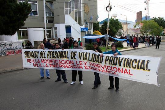 Protesta frente a la Legislatura provincial contra el proyecto impulsado por Peralta. Foto: LA NACION / Horacio Córdoba