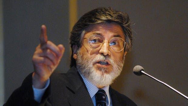 El titular de la AFIP, Alberto Abad, dará una conferencia esta tarde sobre la devoluciónpor las percepción del dólar ahorro y trajetas en el exterior en 2015
