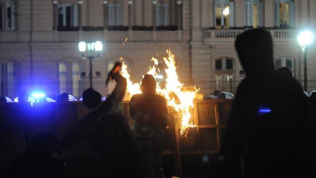 Incidentes y destrozos durante la marcha por Santiago Maldonado. Foto: DyN / Pablo Aharonian