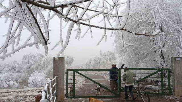 Una postal que dejó la primera nevada en Tafí del Valle