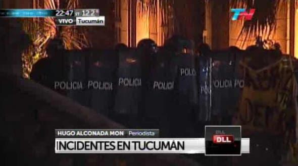 La policía reprime a los manifestantes en Tucumán
