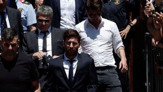 La Audiencia de Barcelona aceptó el cambio de pena para Messi y su padre