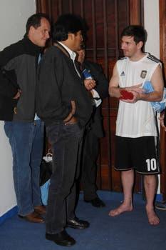 Traaanca Leo: en patas y hablando con Evo. Groso.. Foto: AP