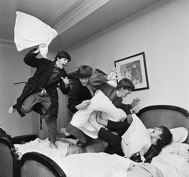 La pelea de almohadas - The Beatles (1964)