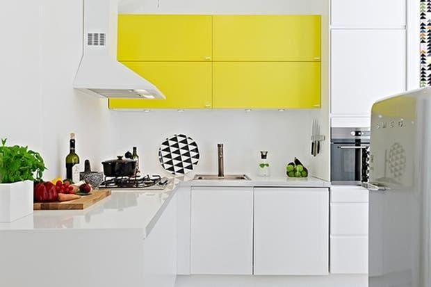 Otra propuesta de muebles de colores combinados. Foto: www.amerrymishapblog.com.