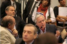 El diputado Pinedo mientras le hacía la pregunta al Canciller