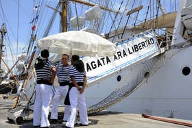 La Fragata Libertad se encuentra retenida en el puerto de Tema por un reclamo de los fondos buitre