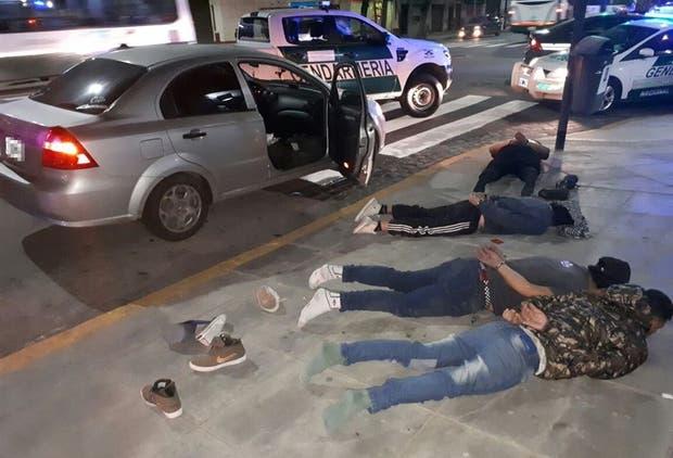 Cuatro detenidos en Parque Chacabuco por llevar marihuana para vender
