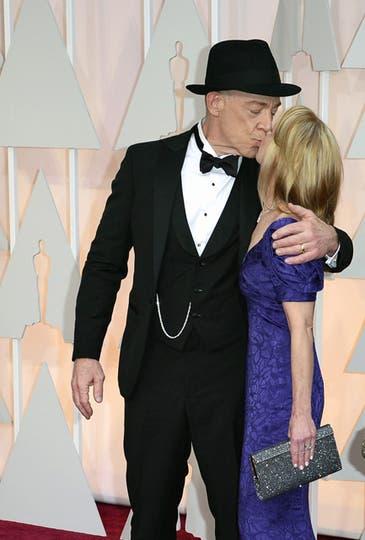 El mejor actor de reparto, J.K. Simmons y su pareja, Michelle Schumacher. Foto: Agencias