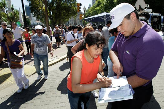 Sin la tarjeta SUBE el bolesto de colectivo y de trenes será más caro. Foto: LA NACION / Santiago Filipuzzi