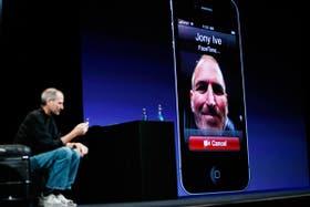 Steve Jobs, CEO y fundador de Apple, durante la presentación del iPhone 4 y la nueva función de videochat FaceTime