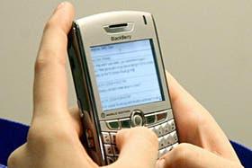 A pesar de la gran aceptación de WhatsApp, los SMS mantienen su vigencia entre los usuarios argentinos