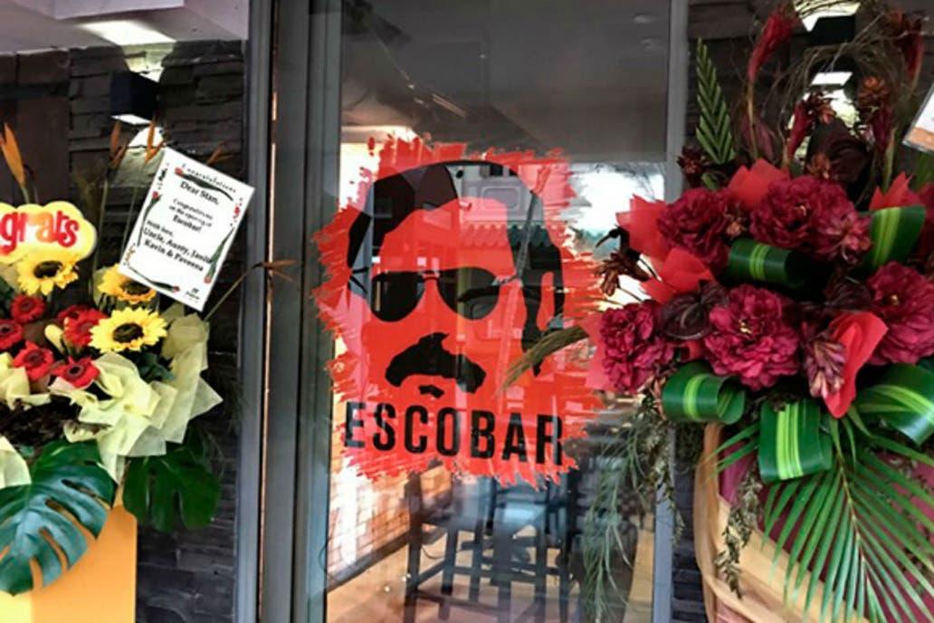 ¿Qué incluyó el primer testamento de Escobar?
