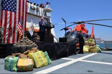El vicepresidente Mike Pence felicitó a la Guardia Costera