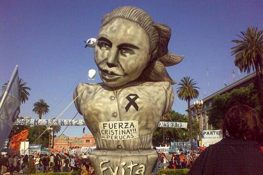 De día, el inflable de Evita. Foto: lanacion.com / @maiajastre