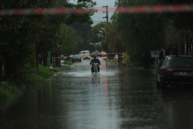 Calles anegadas en La Plata