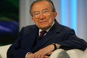 Giulio Andreotti, quien fuera siete veces primer ministro de Italia, falleció hoy a los 94 años