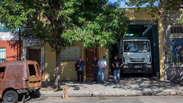 En José León Suárez al 300, se decomisaron 13 toneladas de alimento
