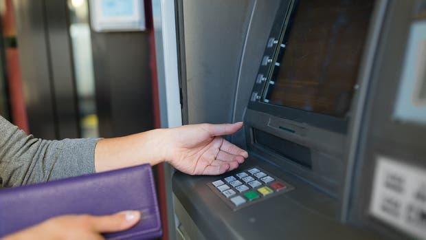 Algunos bancos permiten aumentar el límite de extracción diario de los cajeros automáticos a través de Home Banking