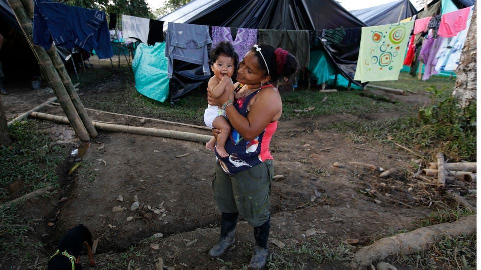 La maternidad siempre fue un tema candente de discusión dentro de las filas de los rebeldes. Foto: AP / Fernando Vergara