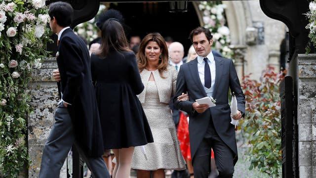 Roger Federer y Mirka Vavrinec salen de la iglesia tras la ceremonia de matrimonio de Pippa Middleton y James Matthews