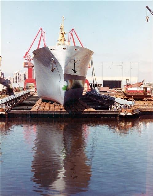 El libro recopila la historia de la industria naval nacional