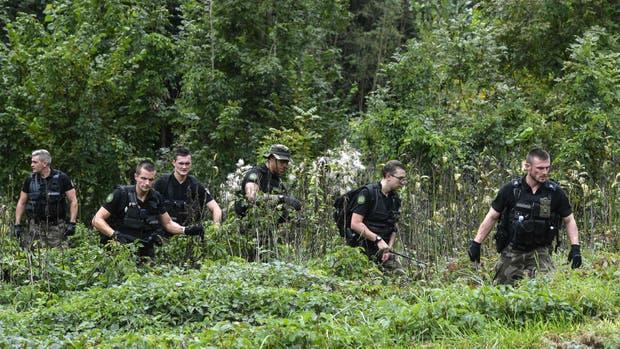 Gendarmes franceses buscan evidencia en Pont-de Beauvoisin