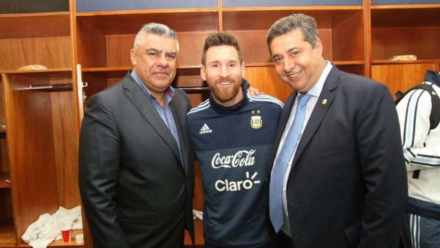 Tapia, Messi y Angelici