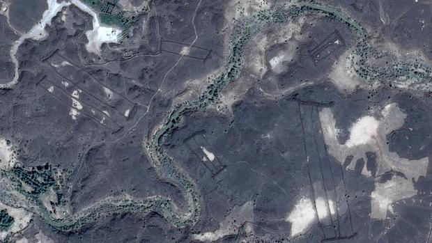 La más pequeña de las estructuras tiene 13 metros de largo. La más grande, cuatro veces el largo de una cancha de fútbol. (Foto: Google Earth)