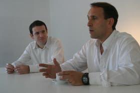Santiago Aranda y Felipe Llach, en sus oficinas de Martínez, Bs. As.