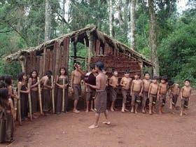 Coro de la comunidad Fortín Mbororé,en Misiones