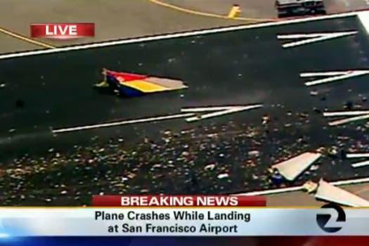 El aparato, en el que viajaban unas 290 personas perdió su cola al momento del aterrizaje forzoso y se incendió. Foto: Twitter / @caribnews