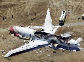 El avión de Asiana Airlines, tras estrellarse en San Francisco