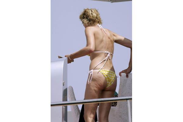 Sharon Stone no puede disimular su celulitis en bikini. Foto: Gentileza malvestite.net